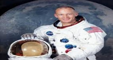 "Aldrin Buzz""s life story, the second man who landed over the Moon."