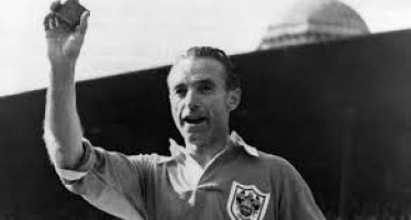 Sir Stanley  Matthews, the first greatest footballer in the history.