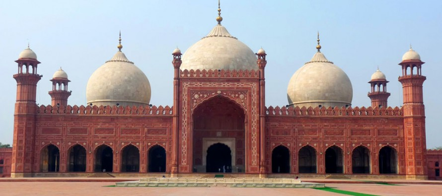 Attractive places in Lahore Mosques-50h-890x395_c