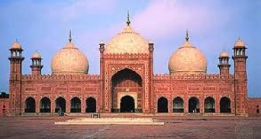 The History And Beauty OF Badshahi Mosque